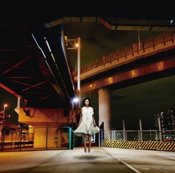 この画像は、サイトの記事「栞菜智世 『Hear ~信じあえた証~』 PV・MV・メイキング YouTube無料音楽動画ご紹介」のイメージ写真画像として利用しています。